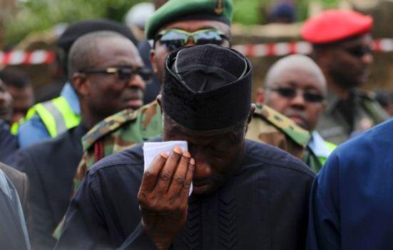 Goodluck-Jonathan-crying-at-lagos-crash-site-by-Ngo-Okafor